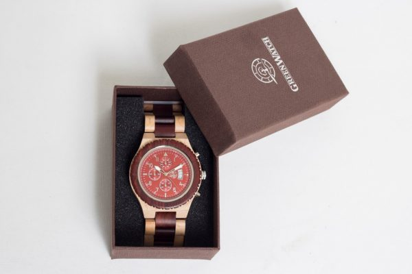 Houten horloge cadeau geven